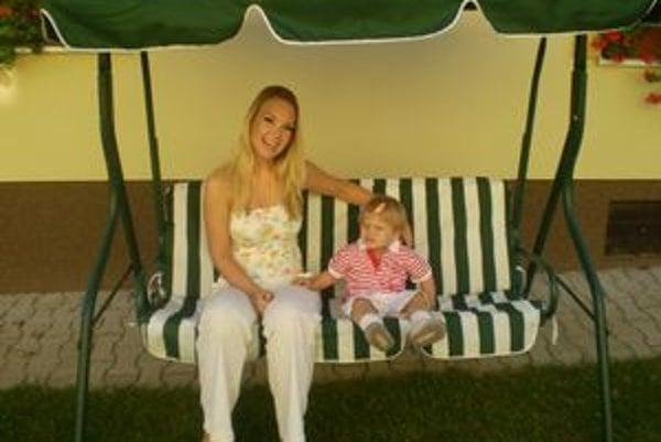 Teší sa na prázdniny. Lucia si chvíle voľna užije aj s neterou Paulínkou, dcérou moderátorky Kvety Horváthovej.