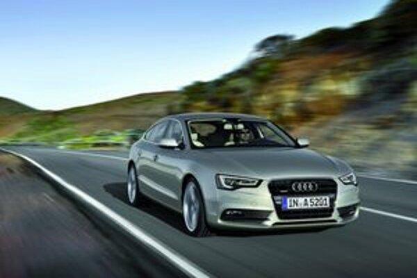 Modifikované Audi A5. Úpravy exteriéru sa dotkli najmä prednej masky a predných reflektorov.