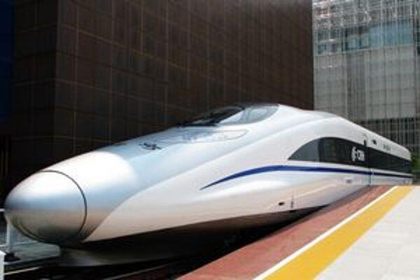 Súprava CRH380A. Táto súprava prejde 1 318 km medzi Pekingom a Šanghajom za necelých päť hodín.