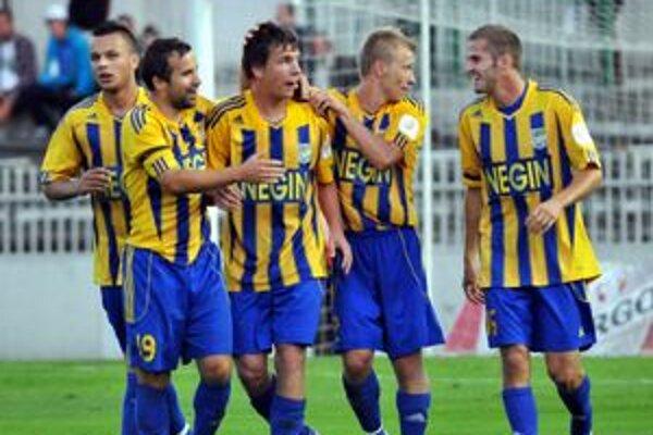 Hráči Dunajskej Stredy. Ich radosť z prvej výhry a z prvých bodov bola zaslúžená.