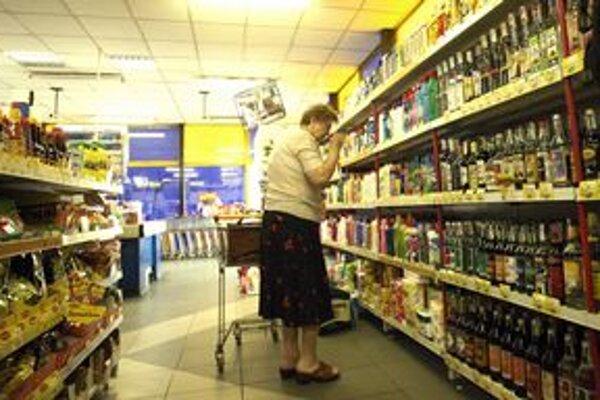 Nákupy potravín. Ako ukázali prieskumy, práve za potraviny míňame každý mesiac najviac peňazí.