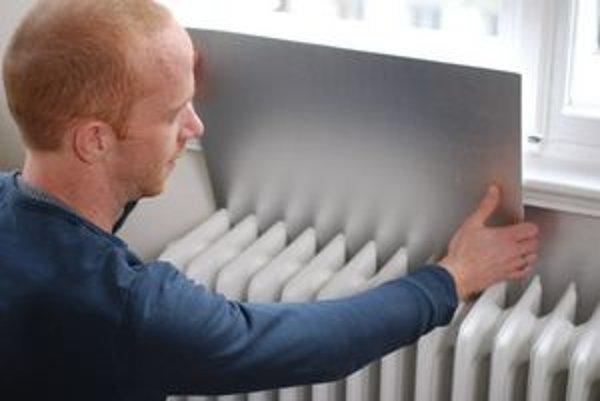 Reflexná fólia odráža tepelné žiarenie z radiátora späť do miestnosti.