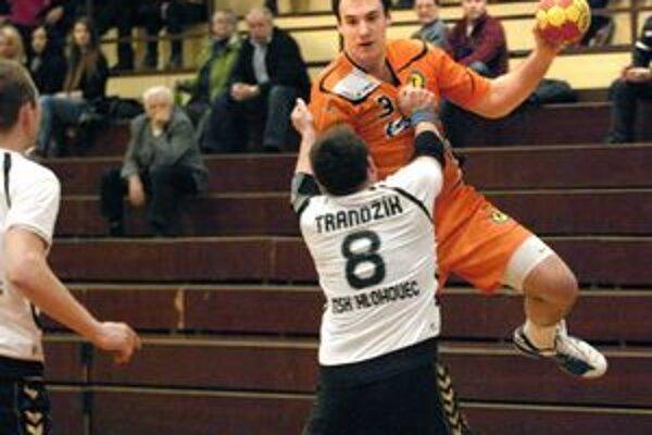 Patrik Hruščák bojuje o hádzanárske Euro 2012.