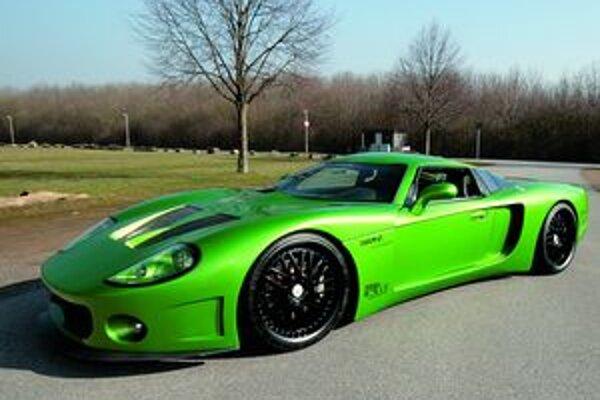 Superšportový automobil customGT. Týmto vozidlom si šéf firmy CCG Tom Gerards splnil sen postaviť vlastný automobil.