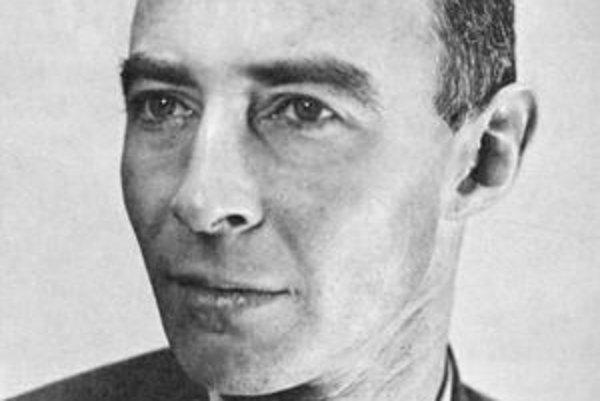Julius Robert Oppenheimer. Bol vedeckým šéfom projektu Manhattan a dostal prezývku otec atómovej bomby.