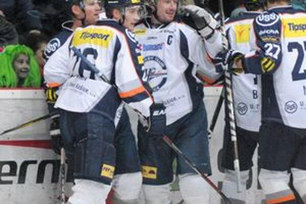 V Skalici to majstrovi sypalo. Radosť hráčov HC Košice v zápase 35. kola Tipsport extraligy.
