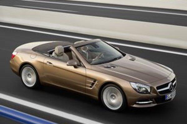 Roadster Mercedes-Benz SL. Ide o najnovšiu verziu klasického roadstera, ktorého prvú verziu predstavili pred 60 rokmi.