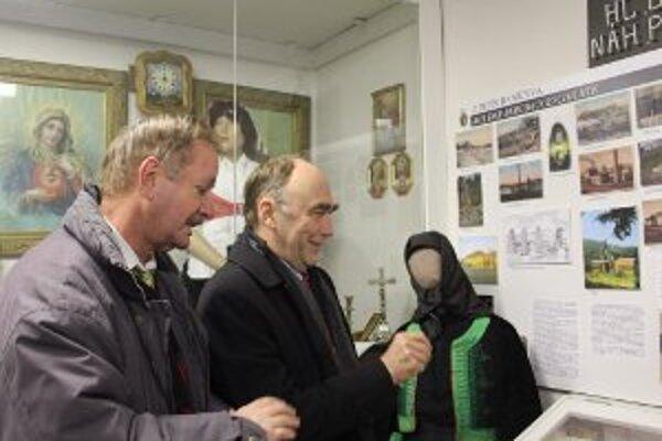 V Dome stretávania v handlovej si múzeum pozrel Christoph Bergner (vpravo).
