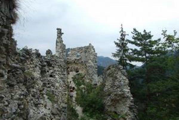 Hrad Blatnica nesie meno po odvážnom Blatoňovi.