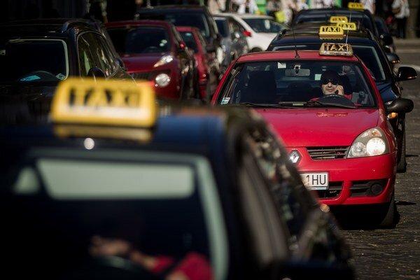 Cestujúci budú mať na výber z väčšieho množstva taxíkov.
