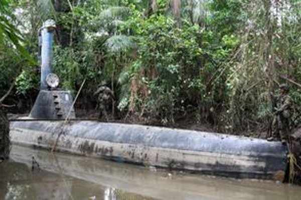 Ponorka na pašovanie drog. Táto ponorka sa môže plaviť deväť metrov pod hladinou a prevážať až osem ton kokaínu.