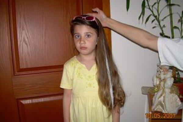 Rekordmanka. Vo veku 4 rokov a 4 mesiacov jej vlasy merali 73 centimetrov. Dovtedy neboli nikdy ostrihaná.