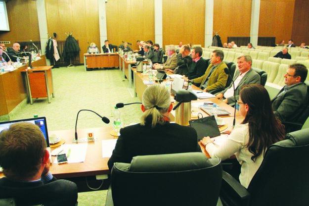 Mestské zastupiteľstvo v Galante má za sebou horúce rokovanie.