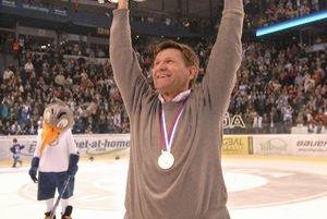 Radosť. Rostislav Čada s trofejou nad hlavou.