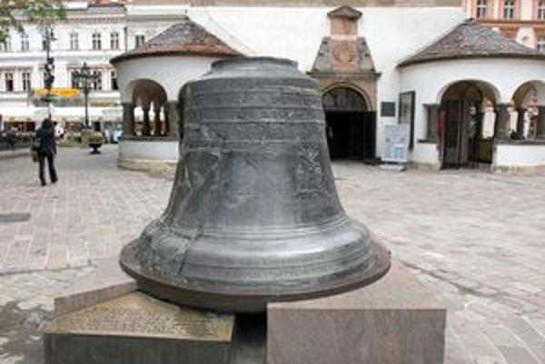 Košický zvon Urban. Ulial ho v roku 1557 delolejár František Illenfeld z pozostatkov zvonov zničených pri požiari Košíc r. 1556.