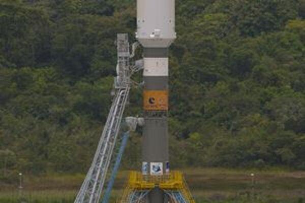 Nosič Sojuz na rampe. Spoločnosť Arianespace vykonala simulovaný štart Sojuzu z komplexu vo Francúzskej Guyane.