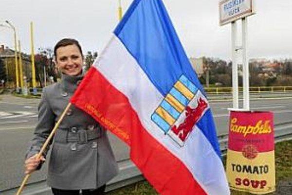 Oficiálna zástava Rusínov, ktorú schválil Svetový kongres Rusínov.