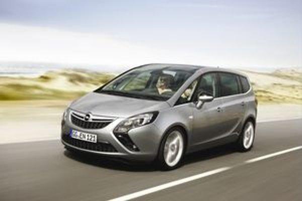 Nový Opel Zafira Tourer. Spolu s novým modelom Zafira Tourer sa bude naďalej vyrábať doterajšia Zafira.