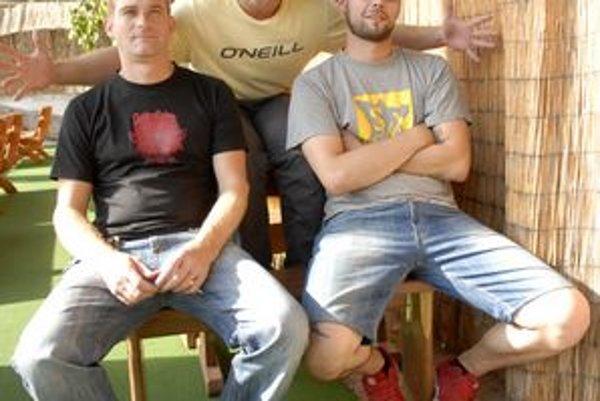 Konečne sa vrátil. Lukáša privítala časť SiEMPRE – Peter Malinovský a Kamil Sinicyn, chýbal len štvrtý člen Tomi Okres.