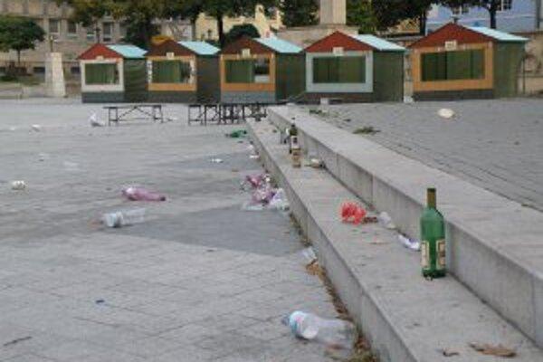 Po akcií Ešte dúšok leta zdobili centrum mesta Prievidze odpadky.