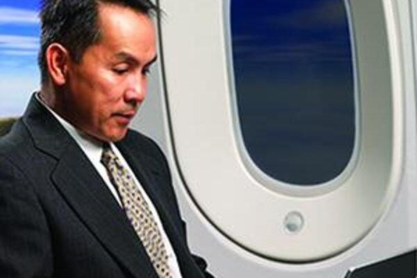 Okno v lietadle B787. Cestujúci si bude môcť regulovať svetelnú priepustnosť okna.