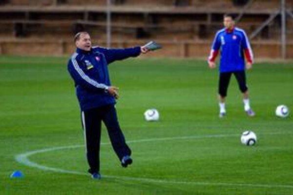 Ktorý tréner obstojí? Vladimír Weiss (vľavo) alebo Ricki Herbert?
