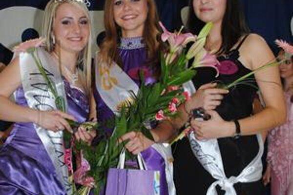 Miss Pasa 2010. Júlia Jašová (uprostred), vľavo Simona Kordiaková, vpravo Mária Holubová.