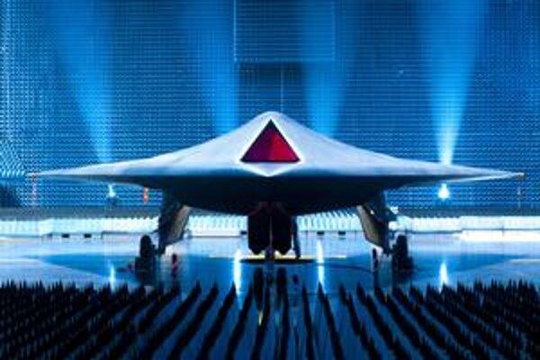 Bezpilotné lietadlo Taranis. Taranis je prototyp bezpilotného bojového lietadla, ktoré bude schopné zasiahnuť ciele na iných kontinentoch.