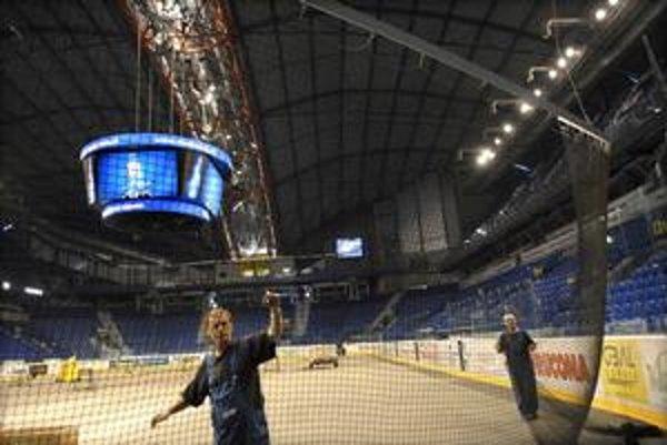 Nová kocka. Rátala sa aj zástupcom IIHF, spoločnosti Infront a partnerských organizácií MS 2011.