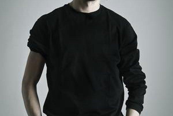 Boris Srník. V divadlách hral už od siedmich rokov.
