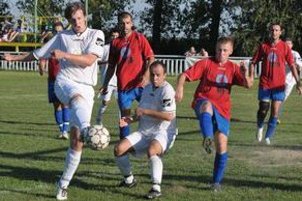 Vytúženej desiatky sa domáci diváci nedočkali. Futbalisti V. Revíšť nasúkali súperovi osem gólov, z toho päť v prvom polčase.
