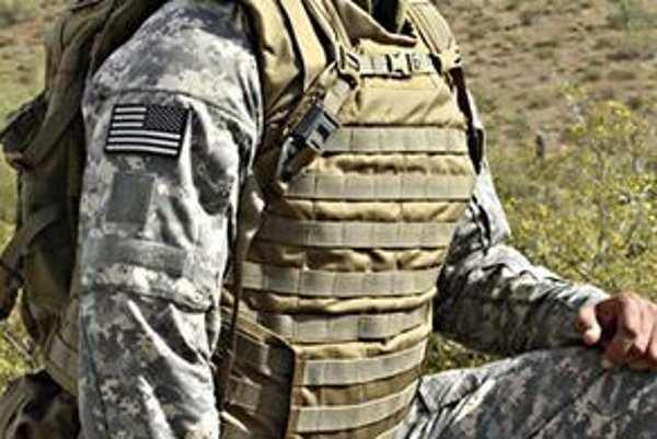 Obr. BAE ultralight. Ultraľahký vojenský výstroj. Nový výstroj je až o 35 percent ľahší ako doterajší.