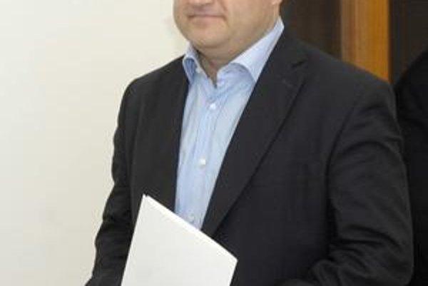 Minister Jozef Mihál o dierach v odvodoch napísal najprv knihu, teraz ich chce ako minister všetky zaplátať.