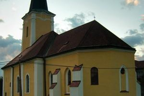Kostol v Tulčíku. Celkový pohľad na kostol od východu.