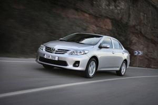Modernizovaná Toyota Corolla má novú prednú masku i nové reflektory.
