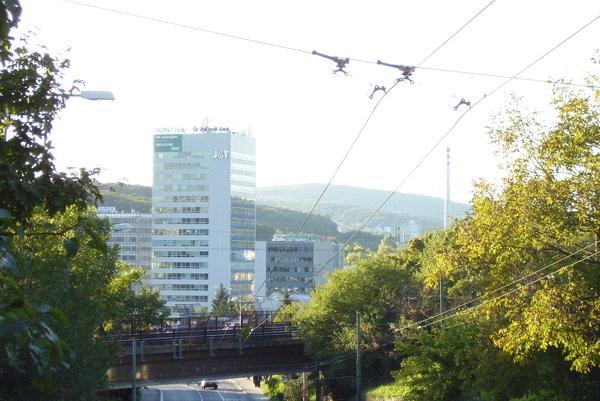 Pohľad na bratislavskú Patrónku a budovu Westend Tower.