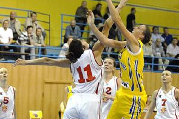 Boj o prvenstvo. Súboj Kaunasu s Košicami bol finálovým vrcholom turnaja, lepšie ho zvládli Litovčanky.