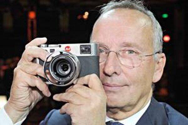 "Fotoaparát Leica M9 ""Titan"". Exkluzívny fotoaparát navrhol Walter de'Silva, šéfdizajnér automobilového koncernu Volkswagen."