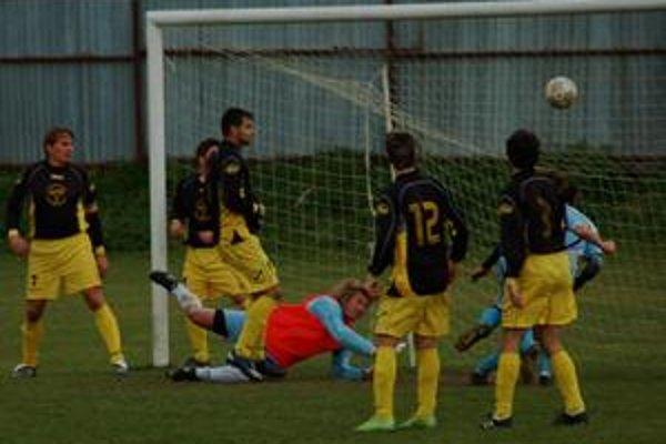 Jeden zo štyroch. Líder piatej ligy JZ doma nezaváhal a Kr. Podhradiu nasúkal štyri góly.