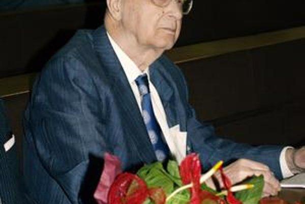 Profesor Vladimír Hajko je zakladateľom Prírodovedeckej fakulty UPJŠ v Košiciach.