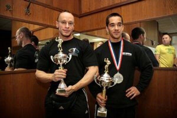 Štvrtý v kategórii do 75 kg Igor Kočiš a strieborný z MS mužov v kategórii do 60 kg Michal Hlinka (vpravo).