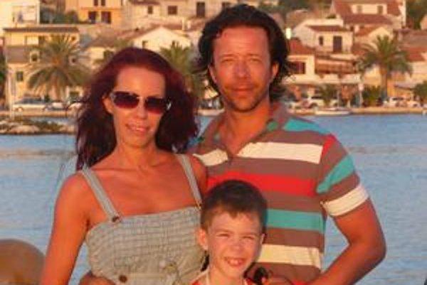 Súdržná rodinka. Pre Milana Plačka sú manželka Marieta a syn Viktorko na prvom mieste.