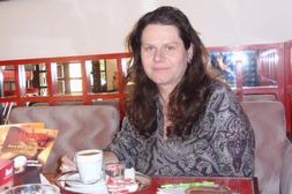 Trojnásobná mama. Popri učeniu na hotelovej akadémii sa dostala aj k tlmočeniu pre AEHT.