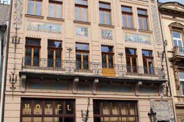 Schiffbeckov dom na Hlavnej ulici v Košiciach. V tejto budove, na prízemí ktorej je kaviareň Slávia, bývalý Savoy, sídlil Kruh obchodníkov.