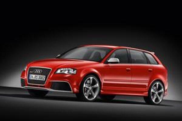 Audi RS3 Sportback. Model RS3, vyvinutý firmou quattro GmbH, je novým špičkovým modelom radu A3.