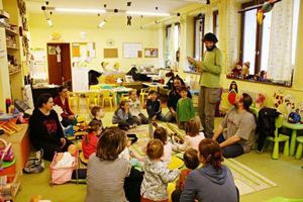 Stretnutie s hudbou. Na hudobných workshopoch sa deti zoznámia s hudobnými nástrojmi.