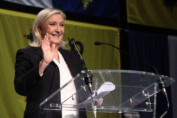Národný front Le Penovej je jasným víťazom prvého kola regionálnych volieb.