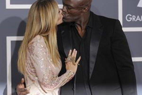 Heidi Klum a Seal dokazujú, že sa stále ľubia. Nedávno im do šťastnej rodiny pribudlo štvrté dieťa a krásna Heidi by svojho čokoládového manžela za nikoho na svete nemenila.