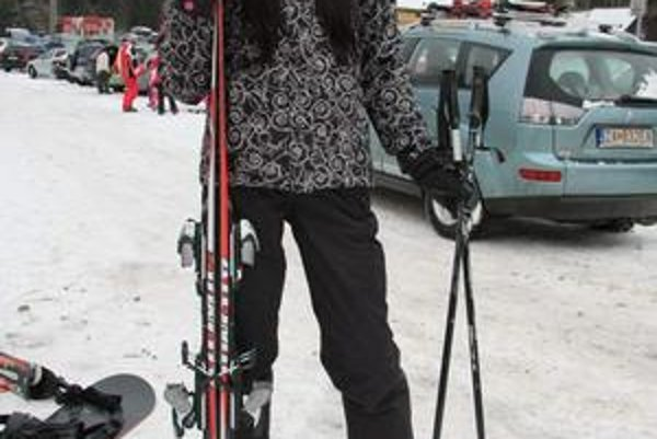 Lyžiarka. V tomto čierno-bielom outfite sa Zuzka premáva po slovenských svahoch.