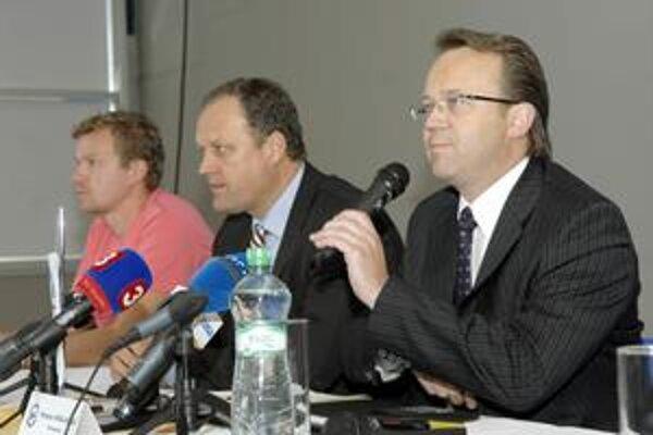 Prezident HC. Miroslav Kiraľvarga (vpravo) verí, že Košice štvrťfinále zvládnu.